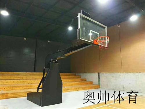 室內比賽籃球架